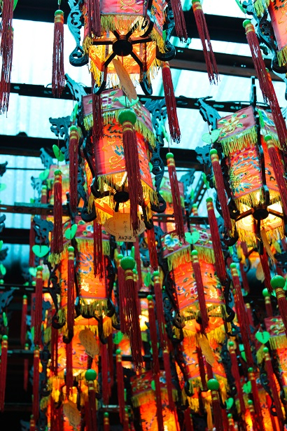 Beautiful lanterns hanging from the ceiling of Tianhou Temple