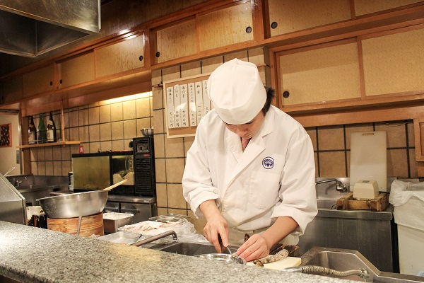 Tsunahachi: chef working